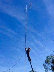 Shane Gibson Erects the new Antenna in Atherton